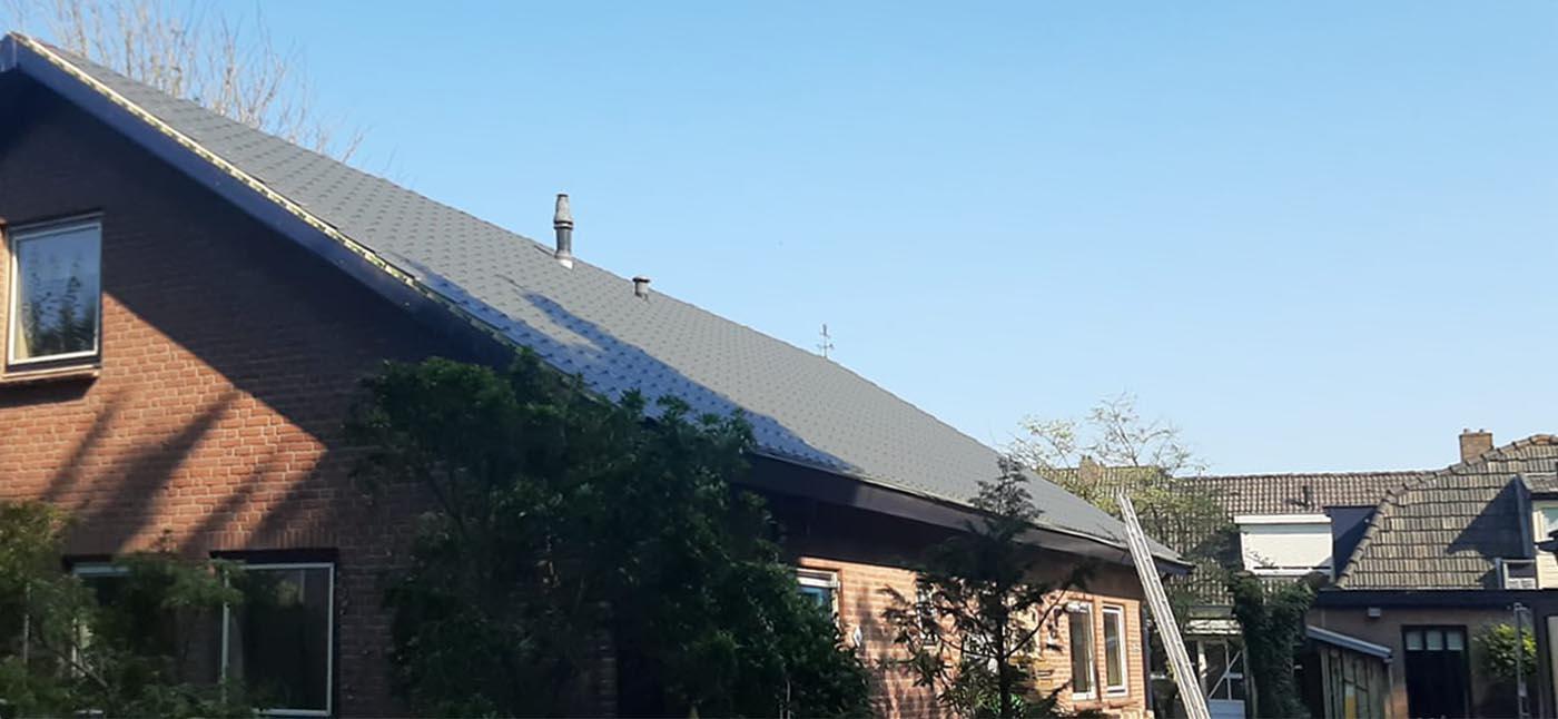 Montage dakpanplaten op isolatie panelen